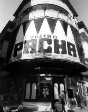 Fachada de la discoteca teatro Pachá, en una imagen tomada en el año de su apertura.