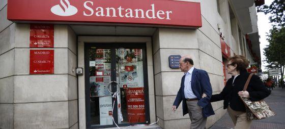 Cuatro hombres armados atracan una sucursal del banco for Oficina santander madrid
