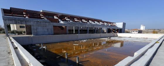 La obra inacabada del polideportivo de navalcarnero no for Piscina navalcarnero